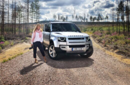 Mia Litström provkörning Land Rover Defender Cars and Watches for Ladies