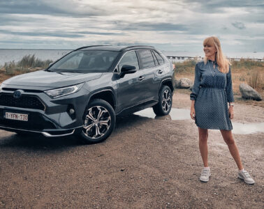 Mia Litström provkörning Toyota RAV4 Plug-In Hybrid Cars and Watches for Ladies