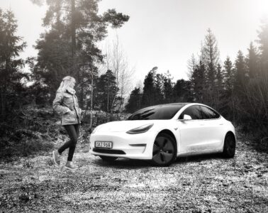 Mia Litström provkörning Tesla Model 3 Cars and Watches for Ladies