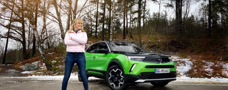 Mia Litström provkör Opel Mokka-e Cars and Watches for Ladies