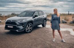 Mia Litström provkörning Toyota RAV4 Plug-In Hybrid Cars and Watches for Ladies