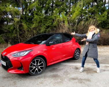 Toyota Yaris provkörning Mia Litström Cars and Watches for Ladies